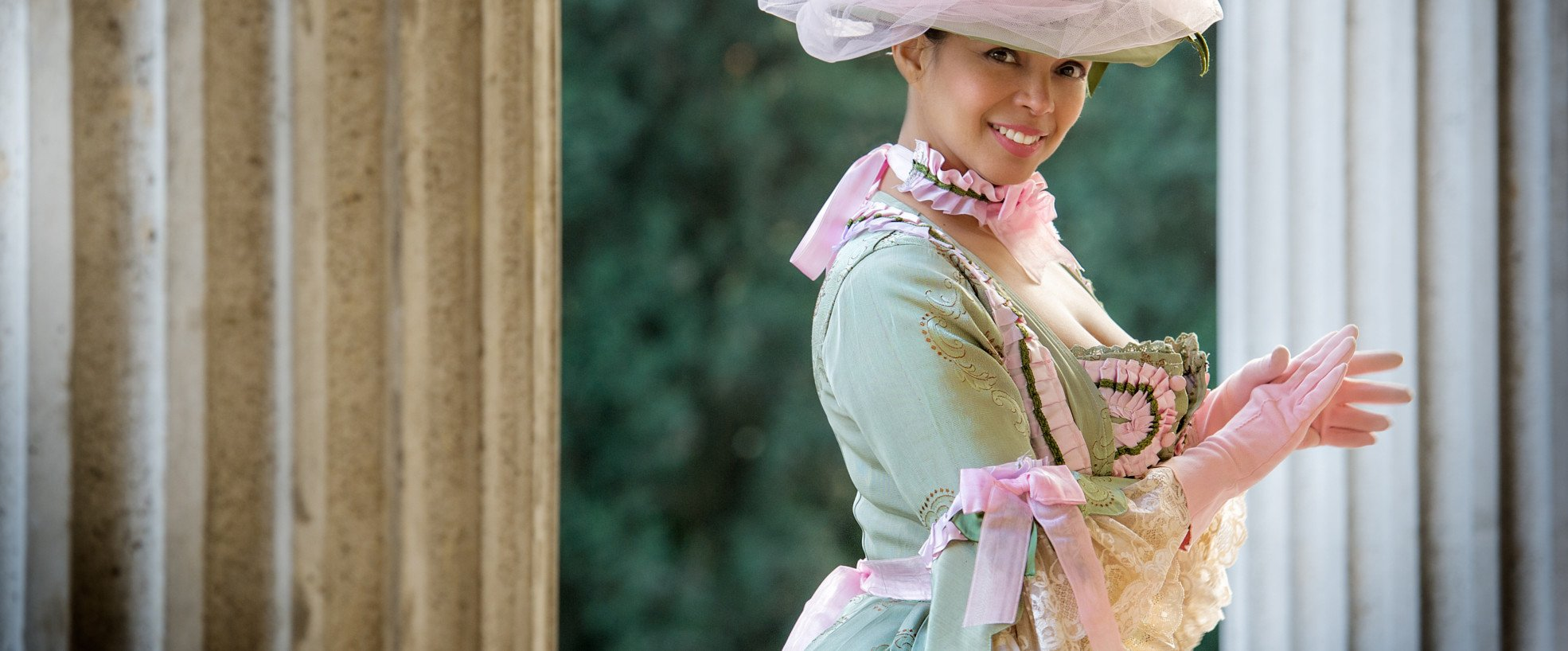 """a373c45a2d37 Abbigliamento moderno Dalla """"moda spagnola"""" ai semplici abiti dell impero  francese. Barocco ..."""